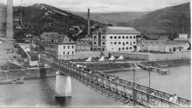 Sur le site de france 3 photo de l 39 usine rhodiac ta de besan on cop ina - Les annees 60 en france ...