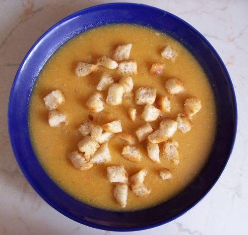 Polévka z červené čočky - rychlovka, vhodná i pro děti od 1. roku :o)