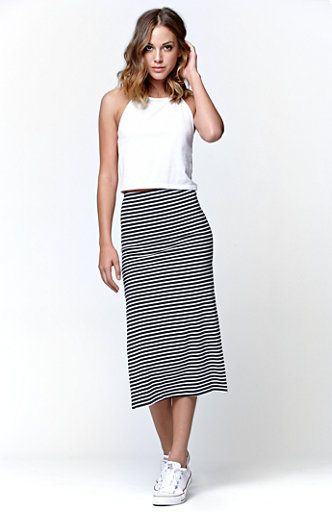 Women's Midi Skirts & Knee-Length Skirts We know a thing or two when it comes to balancing comfort with effortless style which is why our midi skirts are the perfect combination of both! Rock our knee length skirts to ladies lunch or take them to work by pairing them with a blazer.