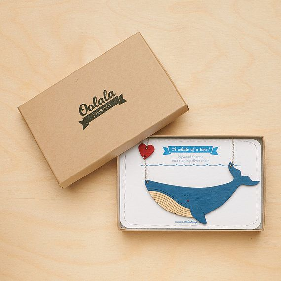 Balena blu collana con cuore dipinta a mano taglio Laser