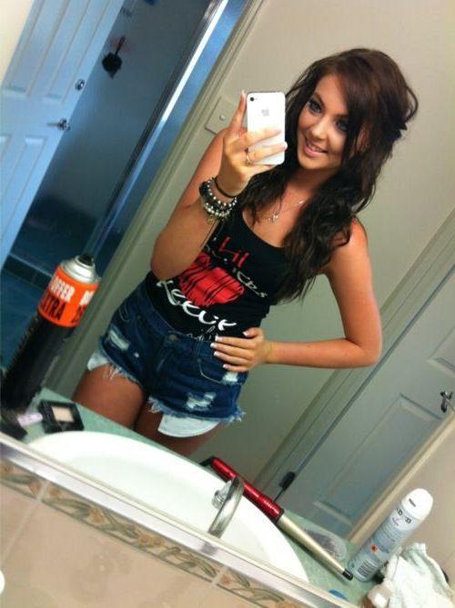 Female nakes selfie rednexk