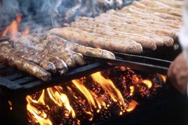 #Coburger #bratwurst being grilled over pinecones, as is tradition