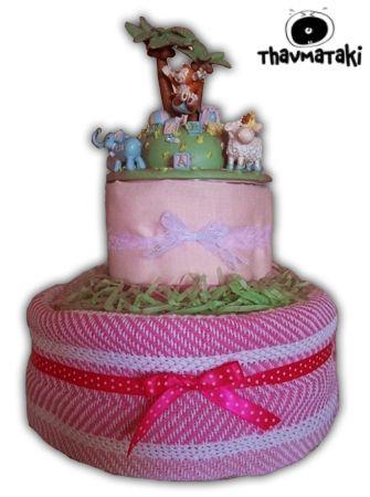 Ένα όμορφο μουσικό παιχνίδι στην κορυφή αυτής της τούρτας! Περιλαμβάνει ένα πλεκτό κουβερτάκι, ένα σεντονάκι, και περίπου 35 πάνες εσωτερικά. Τιμή 30€ (χωρίς το καρουζέλ)