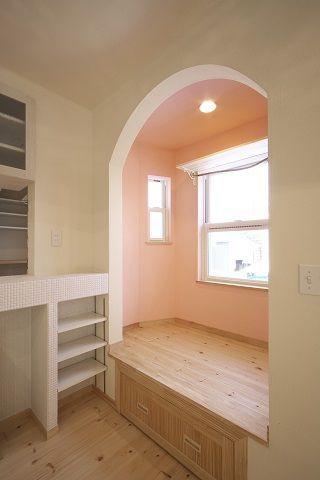 ママ専用スペースは「お姫様コーナー」。壁を淡いピンクで癒してくれます。年をとったってママはいつでも女の子ですもんね☆