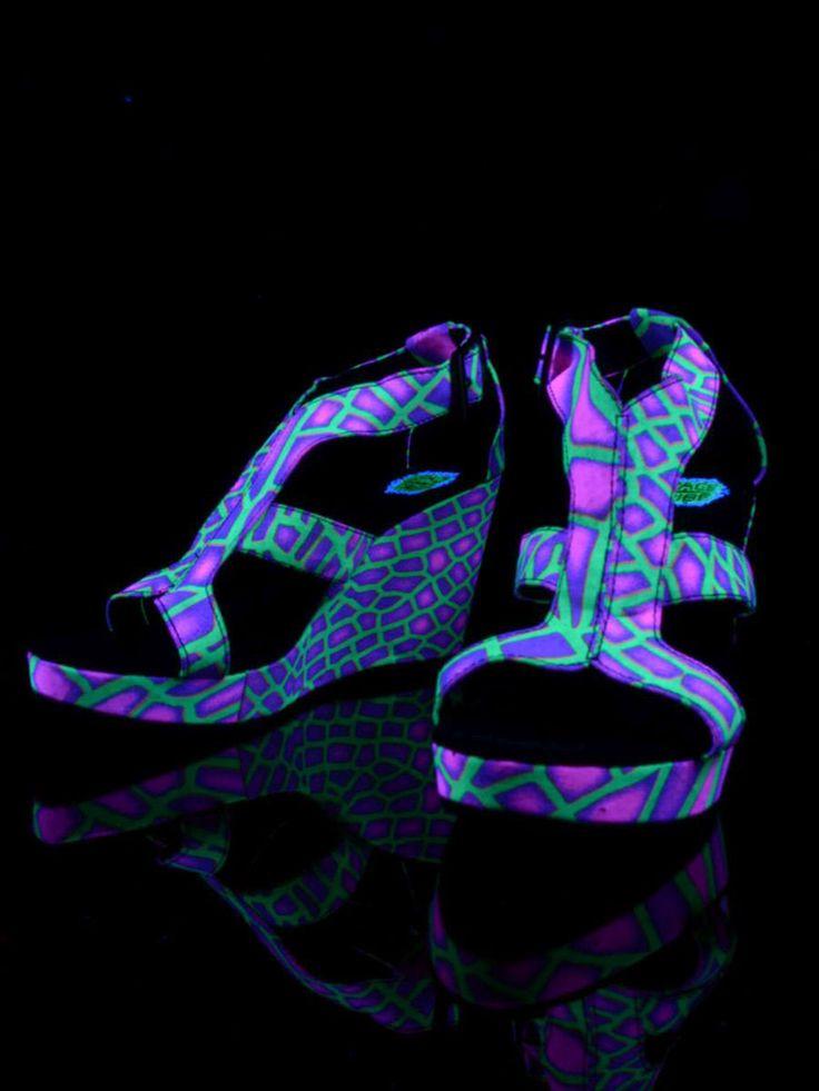 """Schwarzlicht Neon Style Keil Sandalen """"Acid Dragonfly"""" #blacklight #schwarzlicht #spacetribe #shoes #sandals #psy"""