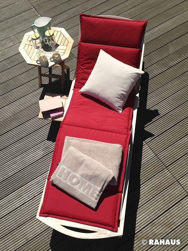 Bad in der Sonne #Terrasse #RAHAUS #Spree #Berlin #Wasser #Beistelltisch #Gartenliege #Sonnenliege #Auflage #sonnen #Handtuch #Kissen www.rahaus.de
