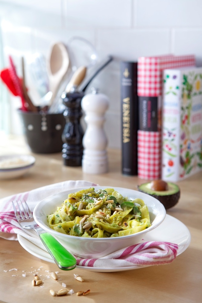 Avokadopasta Välimeren tapaan | K-ruoka #kasvisruoka