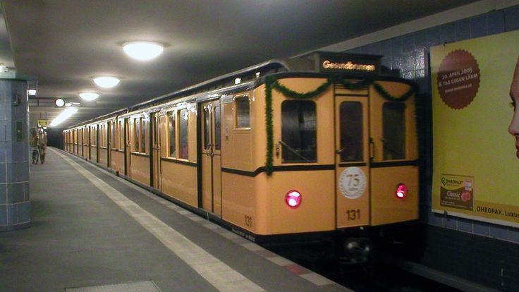 U-Bahn Freunde werden ihre Freude haben: Am 28.02.2016 fahren die historischen U-Bahn Züge auf der U6. Fahrplan als PDF Download! #ubahn #berlin #jubilaeum http://hauptstadtkultur.de/historische-u-bahn-zuege-unterwegs/
