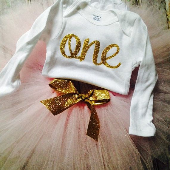 This outfit is perfect for your little ones Birthday. Comes with shirt and tutu  To add a matching bow or headband :