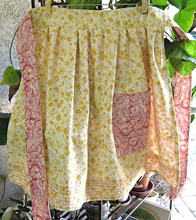 Free Apron Patterns - Gardening Apron    Talk about versatile!    Here's a free apron pattern that can be used both front and back. Just flip it when you're ready for a new look... of if it gets too dirty.
