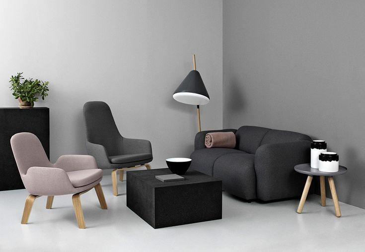 Norman Copenhagen soggiorno con pareti e divani grigi. #shadeofgray