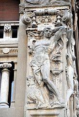 Roma - Quartiere Coppedè - Decorazioni esterne