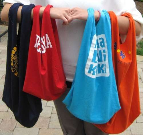 Recycled T-shirt tote.  What a great idea!  Find shirts at goodwill on half price day