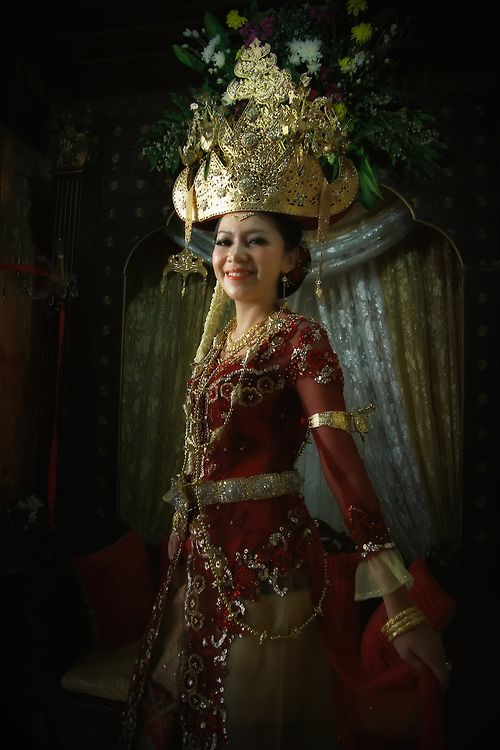 Custom wedding dress of Lampung Pepadun bride, Lampung, Indonesia. (by Sigit A. Nugroho)