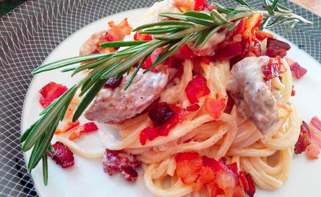 Exquisita receta de espaguetis en salsa de queso con trozos de filete de cerdo. #digoEstilodevida #digoCocina