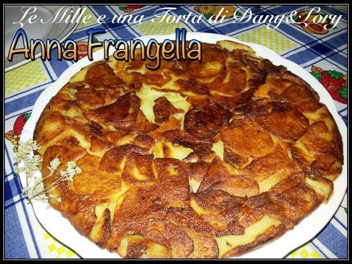 RICETTA DI: ANNA FRANGELLA prendere delle patate (più o meno una decina) medie, cuocerle, sbucciarle e tagliarle con la mandolina, aggiungere il sale e far