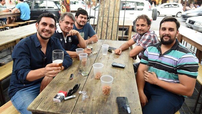 El after office veraniego: cerveza y maní - MDZ Online