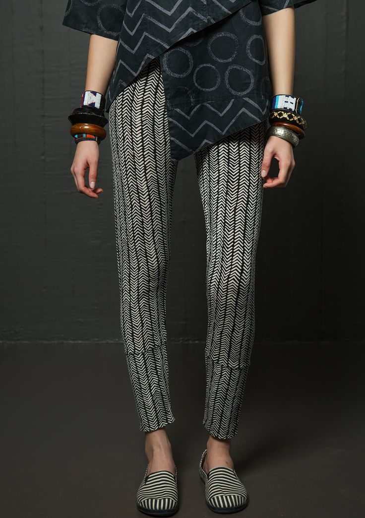 """""""Pistill"""" leggings in lyocell/spandex Comfortable leggings in a trendy chevron pattern with lined hem that gives a surprising pattern effect when folded up. Comfortable fit with elastic waistband. Figure fit. Length/inner leg: 35½/27¼"""" Item number 61304"""