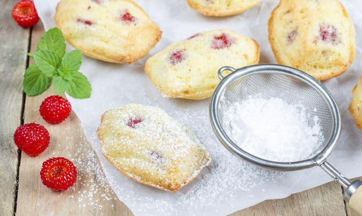 Francouzské sladké dobroty zvládnete upéct také. Upečte si domácí madlenky s malinami, které jsou výborné ke kávě i čaji. tescorecepty.cz - čerstvá inspirace.