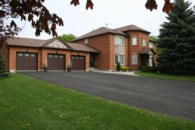 WHITCHURCH-STOUFFVILLE (ON) Immaculate home on almost 1 acre lot located in prestigious Sleepy Hollow Estate. A 1000 square feet deck complete with inground heated pool and steps away from a private golf course, perfect for summer entertainment. Going for $1,049,000. http://www.century21.ca/Property/100850825