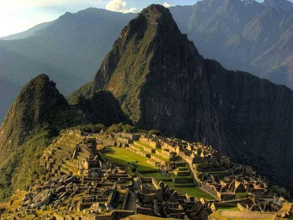 A 2,4 mil metros de altitude sobre o vale do rio Urubamba, nas cadeias montanhosas do Peru, está a famosa cidade perdida dos incas, Machu Picchu. Construída no século XV, a região vem sofrendo com a deterioração das ruínas e com deslizamentos de terra. Além do intenso fluxo de turistas (hoje limitado a 2,5 mil visitações diárias), este sítio arqueológico, Patrimônio Histórico da Humanidade desde 1983, também é alvo das mudanças no clima. Em janeiro passado, Machu Picchu foi atingida por…