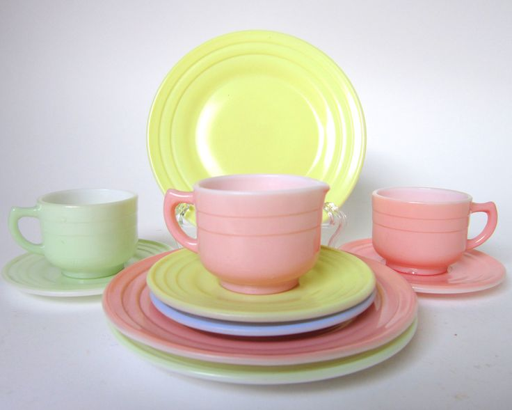 adorable vintage milk glass tea set (incomplete)! milk glass is so sturdy (though heavy), I'd love this set for my kids' play kitchen.