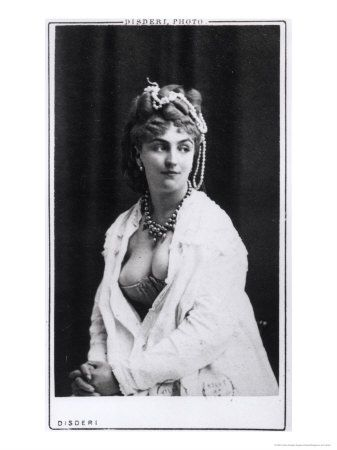 Méry Laurent , born Anne Rose Suzanne Louviot ( Nancy , 29 April 1849 - Paris , 26 November 1900 (at age 51) ) is a demi-mondaine , muse of many Parisian artists. She held a salon and greets Stéphane Mallarmé , Émile Zola , Marcel Proust , or Henri Gervex , James Whistler and Édouard Manet