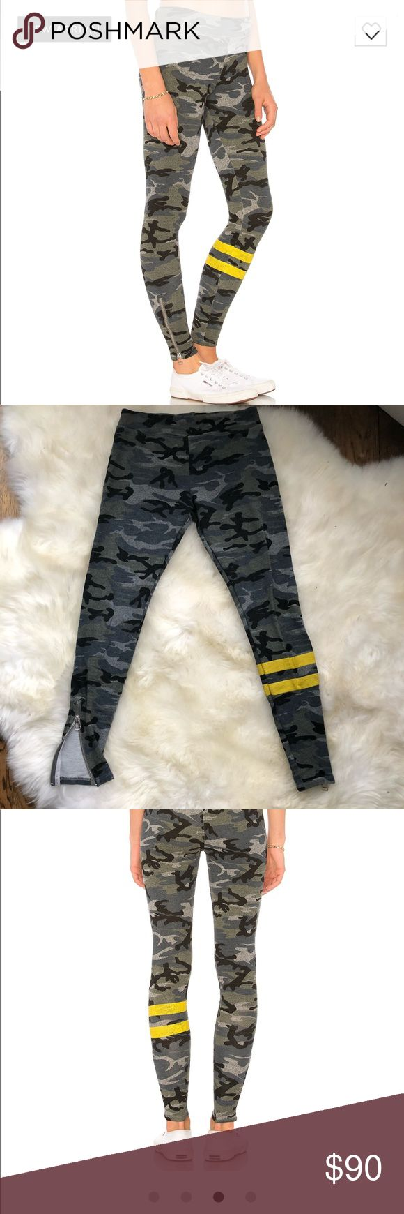 Sundry camo yoga pants Still in stores now! I've only worn and washed these once. They are soo cute I just have a million yoga pants already Sundry Pants Leggings