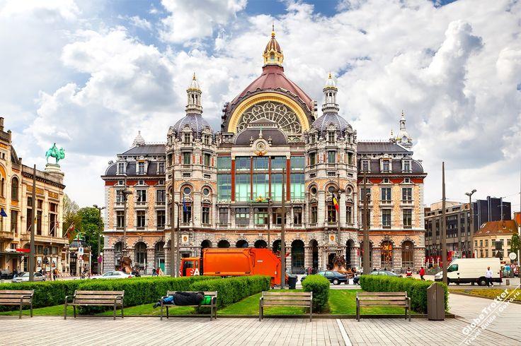 Вокзал Антверпена, построенный в 1905 году - одно из красивейших зданий Европы. Это жемчужина зодчества начала ХХ века, которую сами бельгийцы называют «железнодорожным собором» https://gotro.ru/europe/belgium/antwerp/2017/antwerpen-centraal/