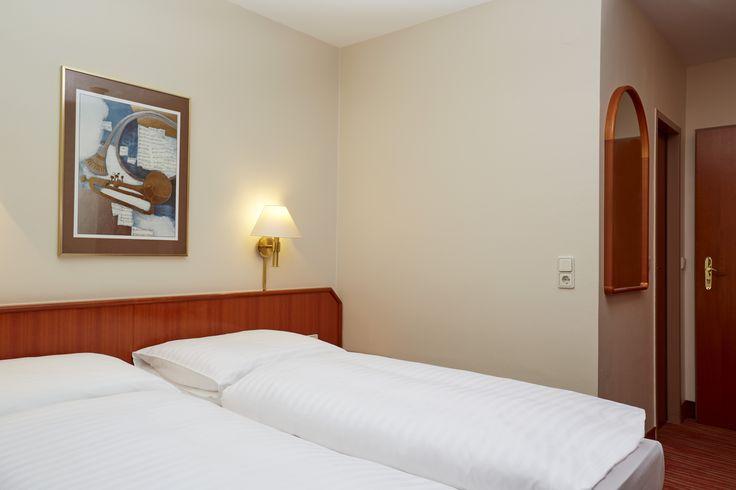 Bett im Komfort Zimmer vom H4 Hotel Mannheim