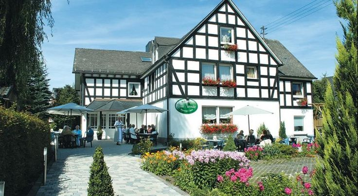 Hotel Flurschütz Lennestadt This family-run hotel is a traditional half-timbered building in the Sauerland spa resort of Saalhausen, in Lennestadt-Saalhausen. Hotel Rameil-Flurschütz provides large rooms and free wired internet access.