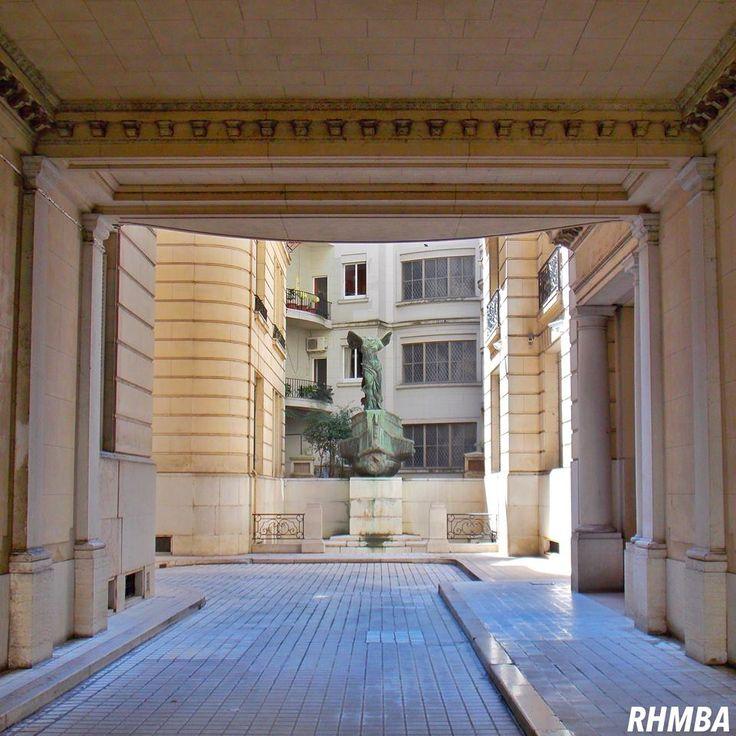 """Se sabe que dentro de este Pasaje del Palacio Estrugamou está ubicada en el centro de las cuatro alas del edificio, una copia de la escultura """"La Victoria alada de Samotracia"""" en #BuenosAires. ¿Lo sabías ? https://www.facebook.com/RHMBuenosAires/photos/a.253232904815.179315.199093079815/10154961801514816/?type=3&theater"""