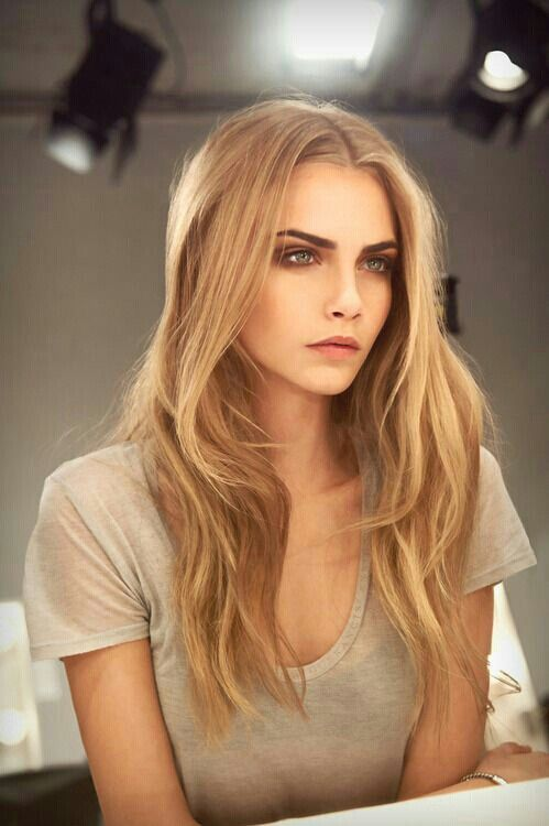Cara Delevigne is just so stunning... who is your beauty crush?? #glam #model #beautycrush
