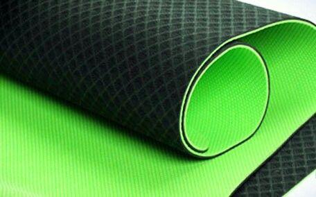 Matras yoga pvc nyaman buat matras yoga,sit up,push up dan lain baik indoor maupun outdoor  Ukuran 61x171 cm tebal 6mm  Harga @180.000   Hub alfan 0812 8376 0064  Pin 513D215E  Email djakartarubber@yahoo.com  Telp desi 021-62310727