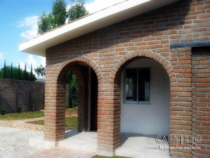 Busca imágenes de Casas de estilo ecléctico en translation missing: mx.color.casas.marrón: Casa LEO. Encuentra las mejores fotos para inspirarte y crea tu hogar perfecto.