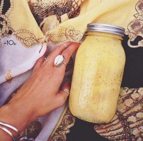 http://female-happiness.ru на 100грамм - 108.95 ккал, Б/Ж/У - 3.08/2.64/18.61 Ингредиенты: 1 стакан молока 2 ст.ложки овсяных хлопьев( быстро завариваемых или можно заварить заранее) 1 банан 1...