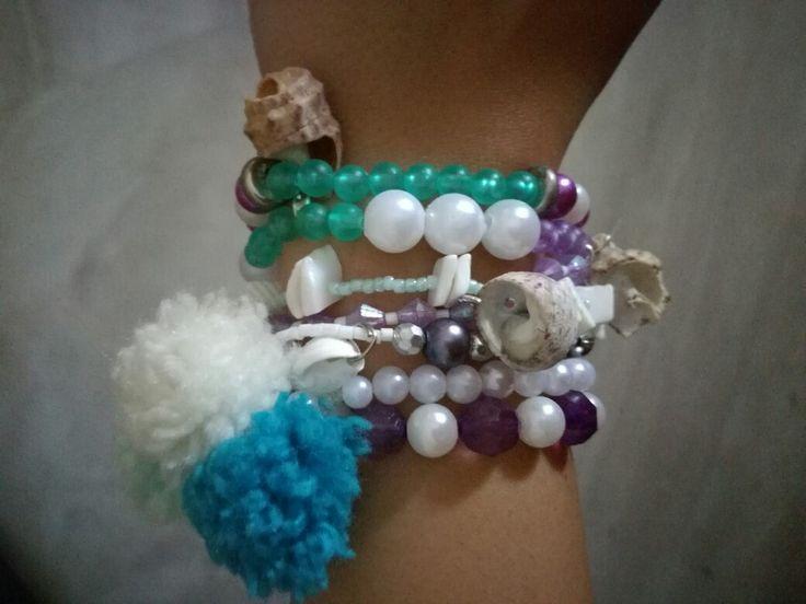 Summer bracelet,  shells, pon pon,  goutsouniarika kosmimata