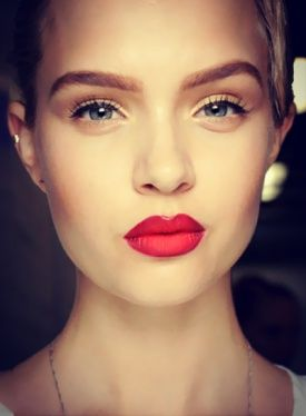 Bright Eyes: Prettiest Eye Trends Accented by Red Lips #IPAProm #Prom360