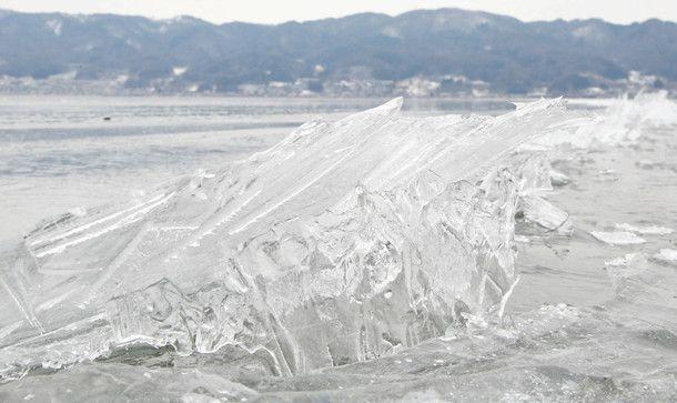 諏訪湖の冬、願いかなった 5季ぶりの御神渡り(中日新聞)   諏訪湖 ...
