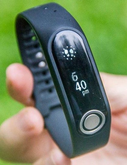 TomTom Touch Fitness Tracker: Measures Body Composition and Helps Achieve Fitness Goals