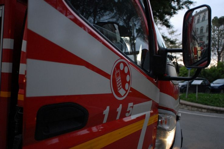 Città di Castello, incendio mansarda disabitata, oltre tre ore per spegnere fiamme