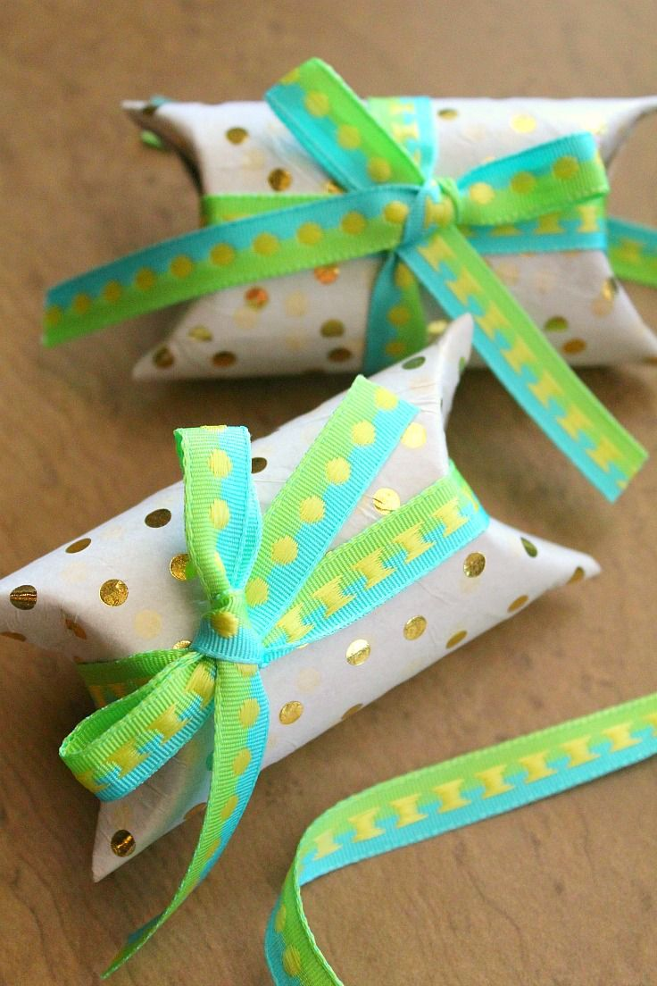 No need to buy gift boxes when you can make adorable, pretty and personalized recycled gift boxesfor a fraction of the cost! Stand out from the crowd with a lovely toilet paper roll gift box!