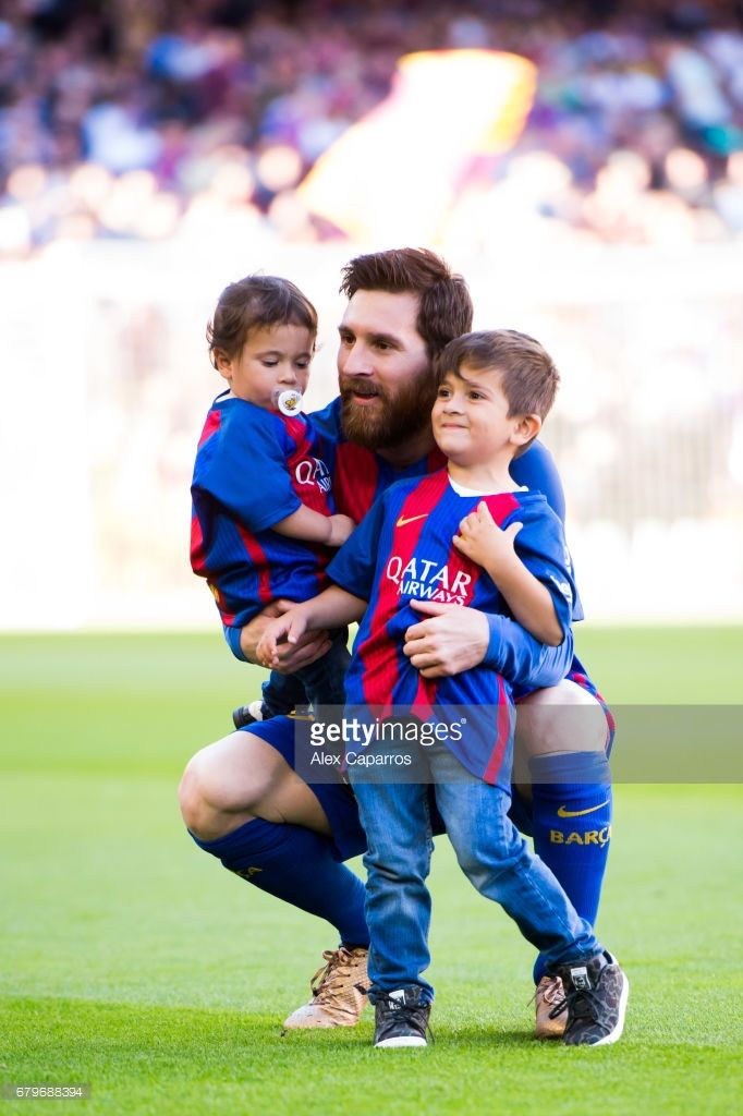 Lionel Messi of FC Barcelona poses with his sons Mateo Messi (L) and Thiago Messi (R) during the La Liga match between FC Barcelona and Villarreal CF at Camp Nou stadium on May 6, 2017 in Barcelona, Spain.