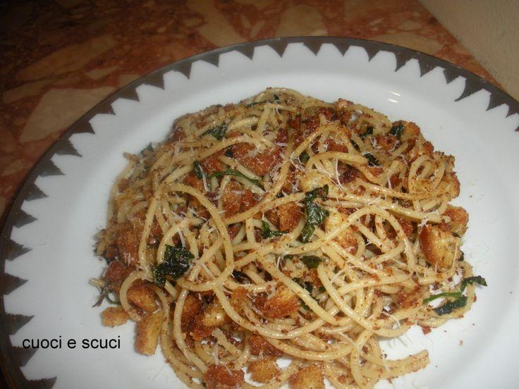 """Gli spaghetti a sfinciuni sono un piatto tipico Siciliano molto saporito, I suoi ingredienti riportano al sapore della pizza Palermitana chiamata""""sfinciuni"""""""