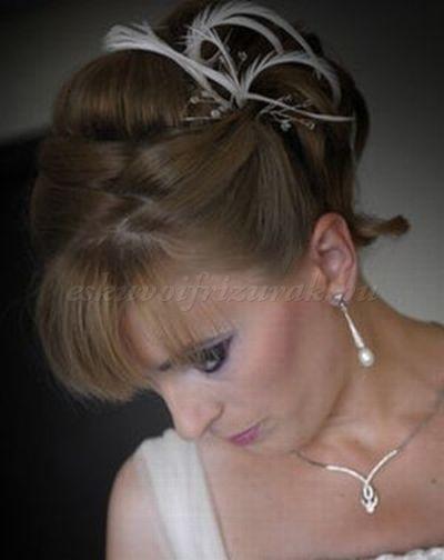 esküvői+frizurák+félhosszú+hajból+-+menyasszonyi+frizura+félhosszú+hajból+