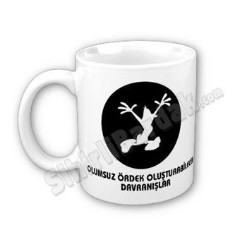 Komik hediyeler ile çay ve kahve keyfinizi daha keyifli bir hale getirebilirsiniz. Olumsuz Ördek Oluşturabilecek Davranışlar Bardak seçenekleri için tıklayın.  http://www.sihirlibardak.com/komik-tasarimlar/olumsuz-ordek-olusturabilecek-davranislar.html