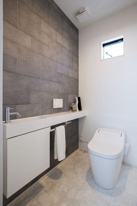 カウンターと一体の手洗器、壁の一面はエコカラットでアクセント。