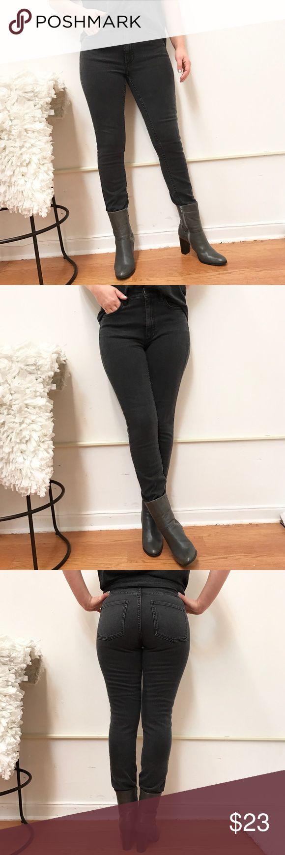 "COS jeans skinny high waist Sz 29 COS skinny high waist jeans. Sz 29. Waist flat across 15"" rise 9.5"" inseam 28"" COS Jeans Skinny"