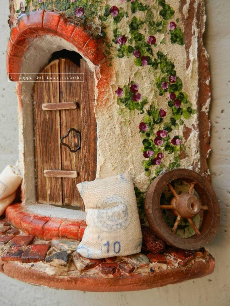 Mulino a vento (particolare) - Tegole antiche decorate e dipinte a mano http://www.coppobuonricordo.it/2014/07/il-mulino-vento.html