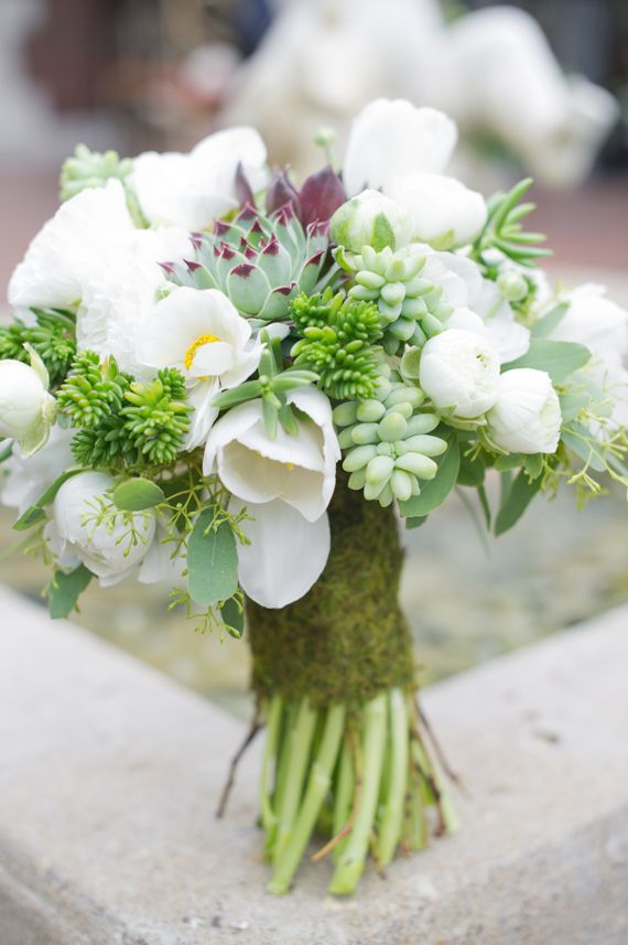 Sweet and pure bridal bouquet | Photography: Stacy Able Photography, Bouquet: Claudia's Flora Bunda